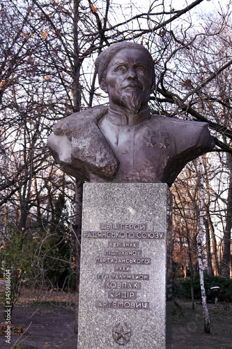 Monument to the commander of the partisans Sidor Artyomovich Kovpak Fotobehang