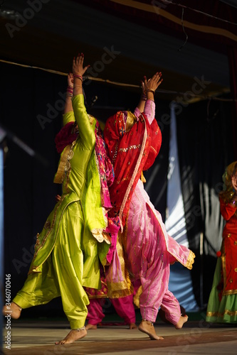 Cuadros en Lienzo punjabi dance gidha