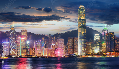 Cuadros en Lienzo Hong Kong, China skyline panorama from across Victoria Harbor