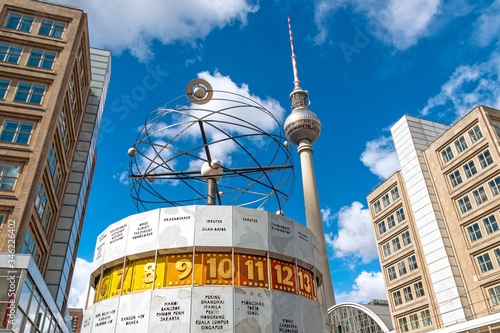 Photo Berlin Alexanderplatz mit Fernsehturm und Weltzeituhr
