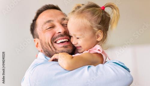 Valokuva Caucasian dad holding his cute loving daughter
