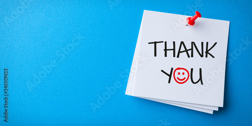 Photo White Sticky Note With Thank You And Red Push Pin On Blue Background
