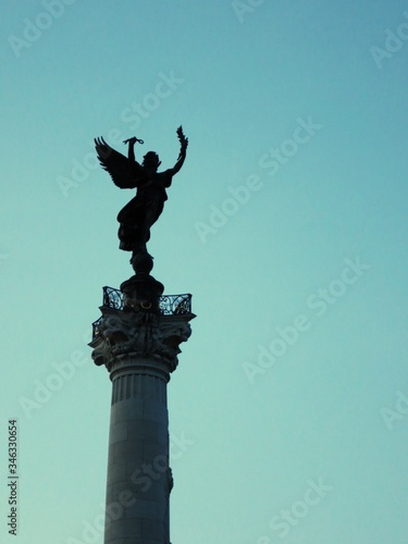 Photo Low Angle View Of Monument Aux Girondins Against Clear Sky
