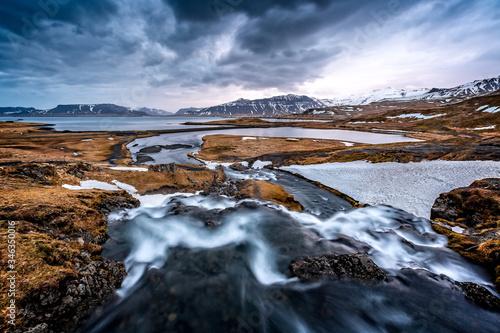 Photo Kirkjufellsfoss, Mt Kirkjefell waterfall, from above in Iceland