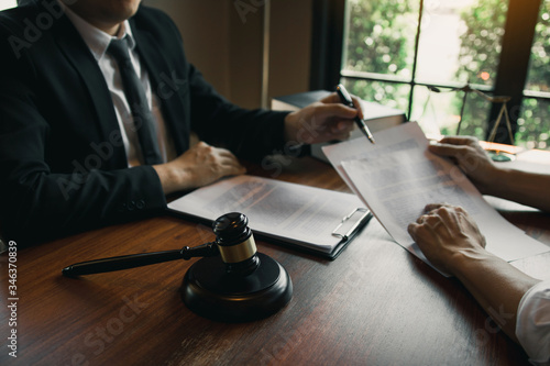 Man judge is currently advising clients on their requests for legal proceedings and legal advice Fototapet