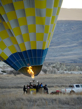 Preparing Hot Air Balloon Read...