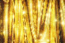 金色に光り輝くスパンコールのカーテンの背景テクスチャー