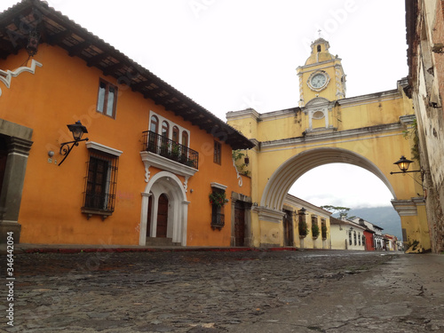 Fototapeta Brama antycznego miasta  Antigua w Gwatemali na Jukatanie obraz