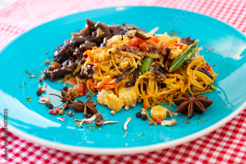 Photo Sesame beef stir fry Noodles