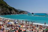 Fototapeta Fototapety z morzem do Twojej sypialni - Widok na plażę i zatokę - Monterosso Al Mare, Liguria, Włochy