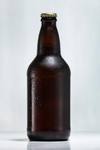 Botella De Cerveza Con Gotas D...