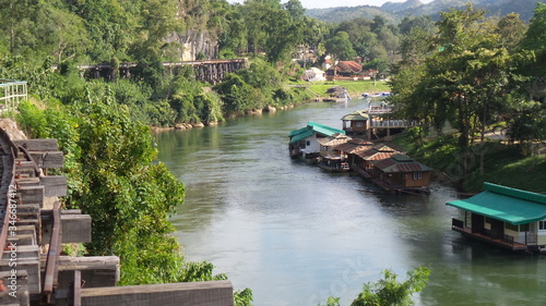 Foto Boathouses Moored In River By Bridge