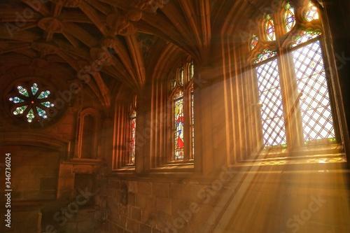 Fotografía Sunlight Streaming Through Church Window