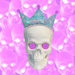 canvas print picture - Collage of modern art. Sculpture of a skull with a crown on the background of a large number of skulls. Corona virus concept. Coronavirus outbreak. World pandemic.