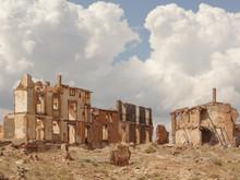 Paisaje De Una Calle En Ruinas...