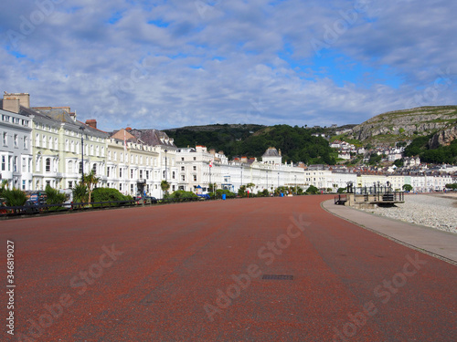 Boulevard Along City Against Cloudy Sky Fotobehang