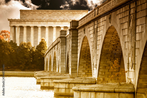 Fotografie, Tablou The Lincoln Memorial and the Arlington Memorial Bridge stretching over the Potom