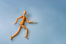 Wooden Figure Mannequin Runnin...
