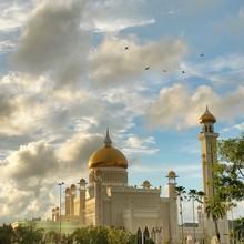 Sultan Omar Ali Saifuddin Mosque Against Cloudy Sky