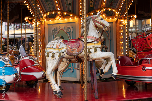 Old vintage horse carousel ride in the city center of Eindhoven, the Netherlands Canvas-taulu