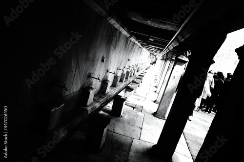 Photo High Angle View Of Muslim Ablution At Mosque