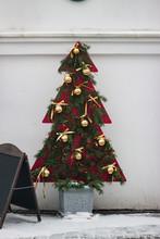 Decorative Christmas Tree Deco...