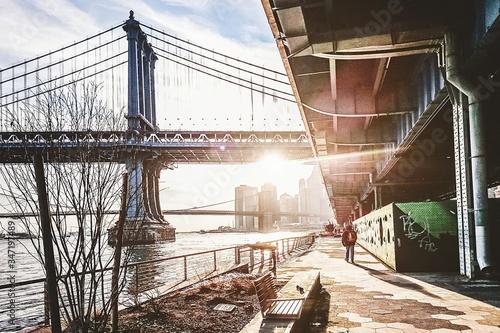 Brooklyn Bridge Over East River Against Sky Fototapet