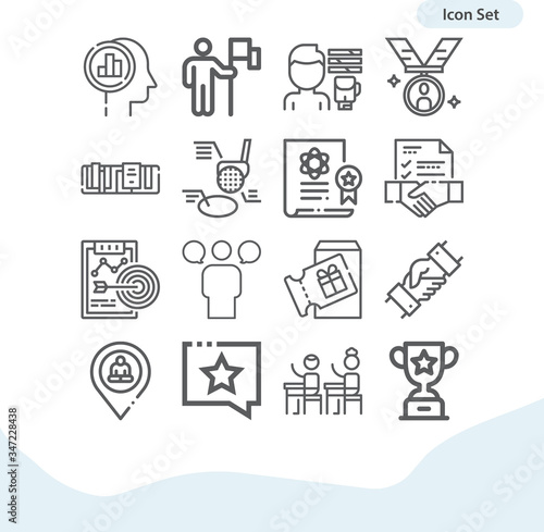 Photo Simple set of attainment related lineal icons.