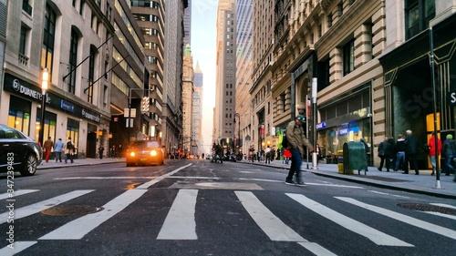 Fotografía People Walking On Road Along Buildings