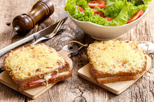 2 Croque Monsieur Et Salade En...