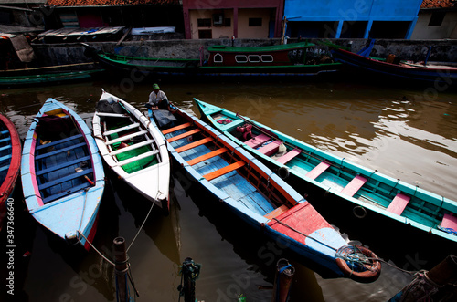 Fotomural Rowboats In Canal