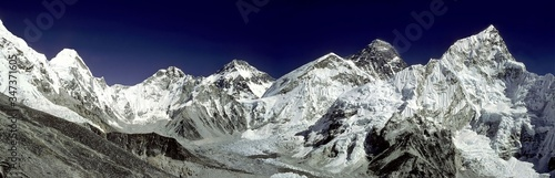 Photo Panoramic View Of Snowcapped Mountains Against Clear Blue Sky