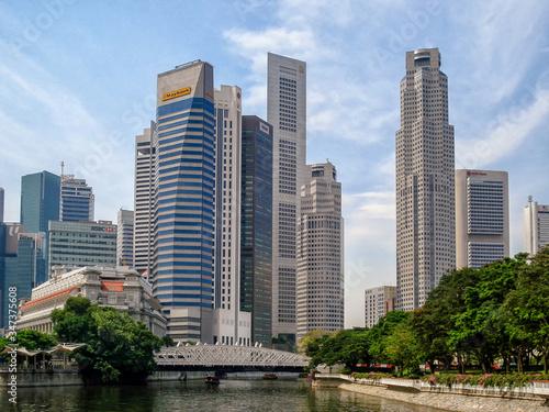 Anderson Bridge Over Singapore River Against Skyscrapers Wallpaper Mural