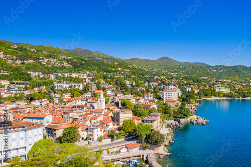 Photographie Croatia, beautiful town of Lovran and sea walkway, aerial panoramic view in Kvar