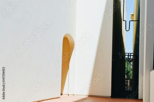 Fotografie, Obraz Sunlight Falling On Archway