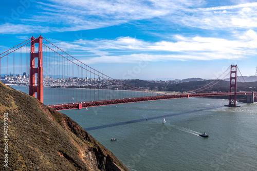 Canvas Print Golden Gate Bridge Over Bay Against Sky
