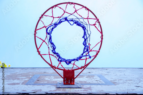 Photo Basketball backboard with a basket on a blue sky,concept of sports, active lifes