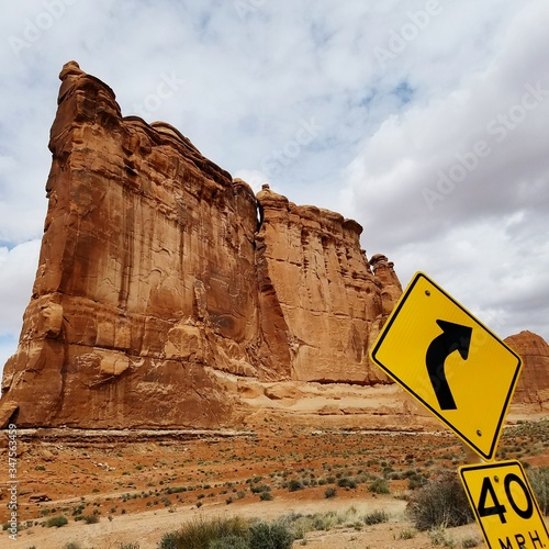 Yellow Sign In Front Of Arches National Park Fotobehang