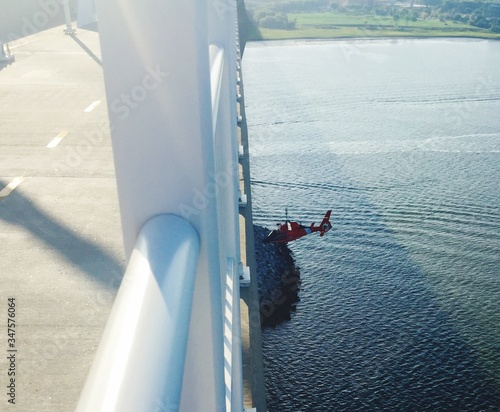 Photo High Angle View Of Helicopter Flying Over Cooper River Seen From Arthur Ravenel