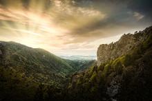 Montañas Con Atardercer Drama...