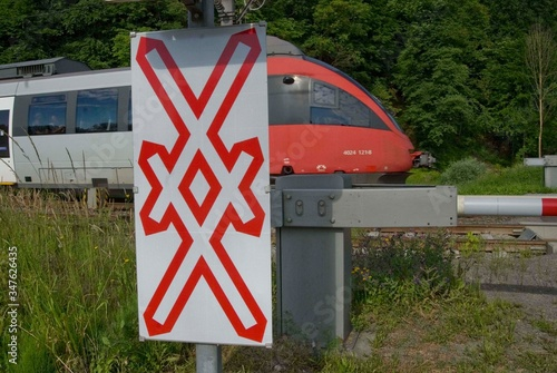 gated level crossing with crossbuck Canvas-taulu