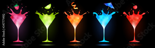 Obrazy kolorowe  colorful-cocktails-in-martini-glasses-splashing-on-black-background