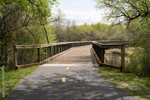 Canvas Print Pedestrian bridge over a creek and marsh wetland in Elm Creek Park Reserve - Map