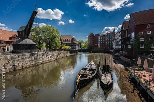 Valokuva Lüneburg, Am Stint, Alter Kran, Schiffe, Frühlahr