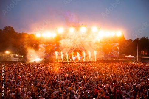 Obraz na płótnie Crowd attending a music concert