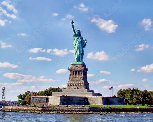 Statue Of Liberty Against Blue Sky Fototapeta