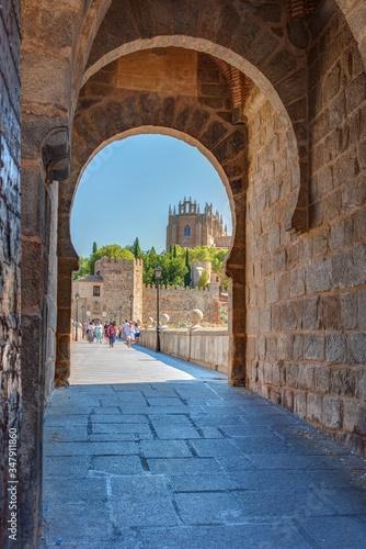 Puente de San Martín, puerta de San Martín, Toledo, España