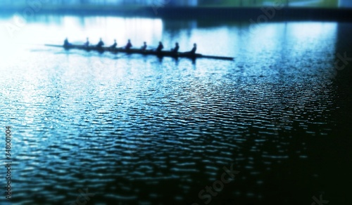 Fotografering Rowing Team On River