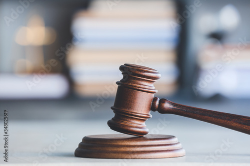 Photographie Judge's gavel on table in office