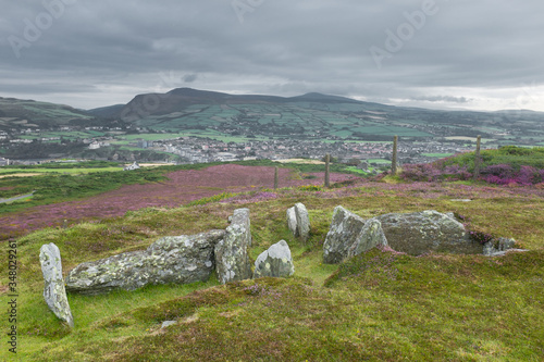 Fotografia Ancient burial chamber of Mull Circle on Mull Hill, Isle of Man (3500 BC)